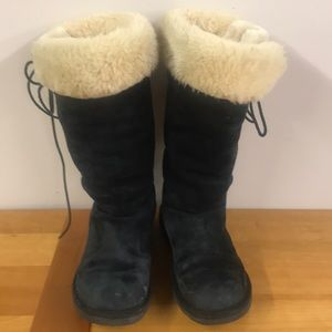 Ugg black suede fur lined lace up boots 9